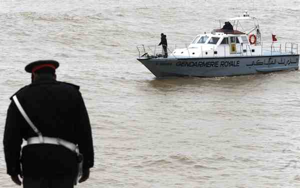 الداخلة: البحرية الملكية تنقذ 18 شخصا كانوا على متن قارب على وشك الغرق