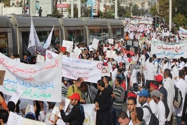 """الحكومة: """"لن نسمح بتنظيم أي مسيرة غير مُصرَّح بها مسبقا، ولا تراجع عن عن المرسومين"""""""