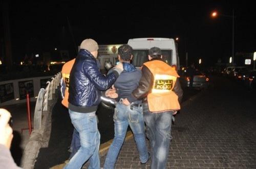 الخميسات: شرطي يستعمل سلاحه الوظيفي بعد الهجوم عليه وتعرضه للإصابة