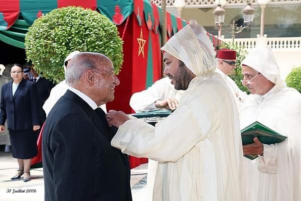 الملك يُعزي أسرة رئيس الطائفة اليهودية بالبيضاء